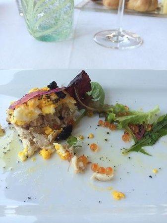 Ristorante Vecchia Malcesine: tartare di tonno,mimosa di rosso d' uovo e uova di trota