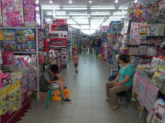 Hongqiao Tianle Toys market