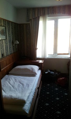 Old Prague Hotel: single room at the back of the hotel