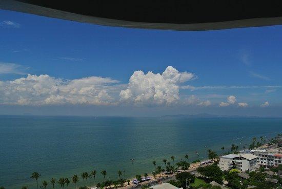 D Varee Jomtien Beach, Pattaya: Вид с балкона