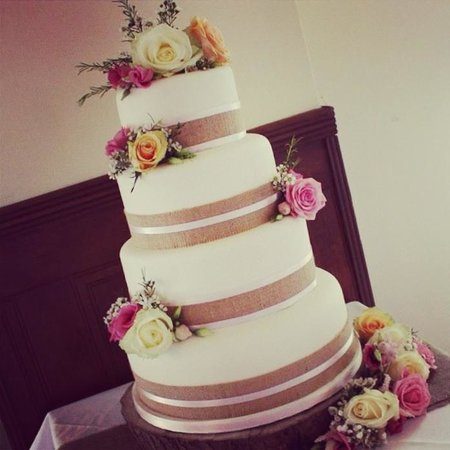 Cariad Cupcakes : Our beautiful rustic wedding cake x