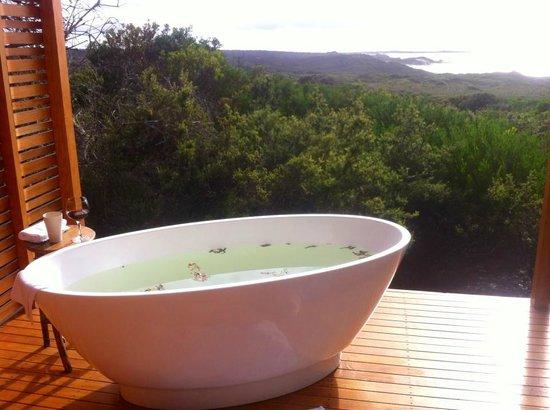 Bay of Fires Lodge: The best bath I've ever taken!