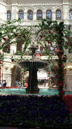 GUM Department Store (Glavny Universalny Magazin): Fountain