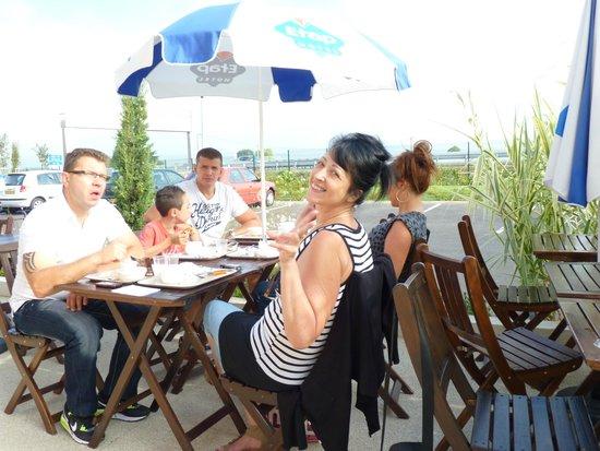 Ibis Budget Saint-Maximin la Sainte Baume: petit dejeuner en terrasse