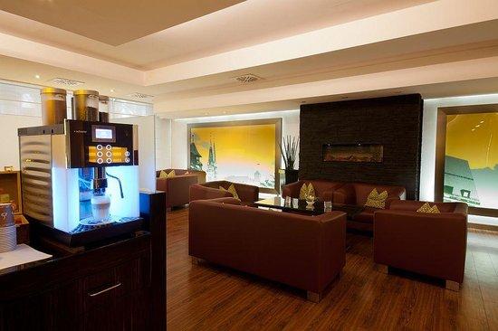 NOVINA HOTEL Südwestpark: Lobby
