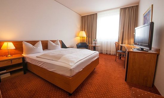 NOVINA HOTEL Südwestpark: Queensizezimmer