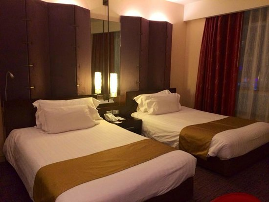 Centara Grand at CentralWorld : Queen Size Bed