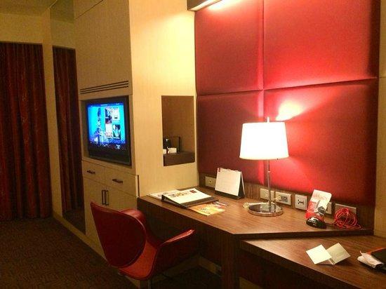 Centara Grand at CentralWorld : Study Desk