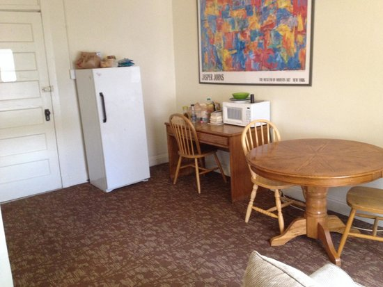 "11th Avenue Hotel & Hostel: The ""kitchenette"" that doesn't even have enough chairs for the 6 people in the room."
