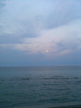 Samos Bay Gagou Beach Hotel: Abendstimmung