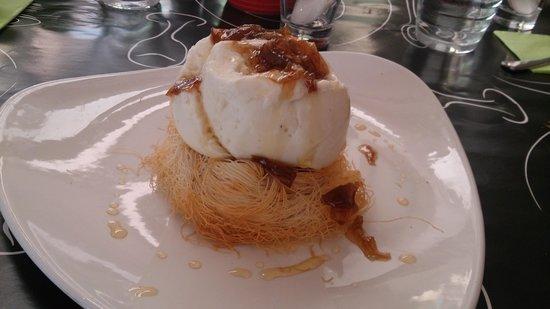 Rosebud: Kantaifi nest filled with kaimaki ice cream