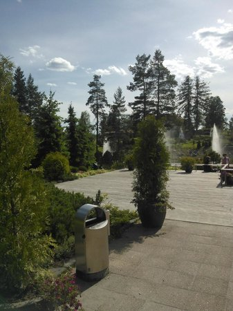 Hotel OnnenTahti: A terrace nearby the hotel and complex