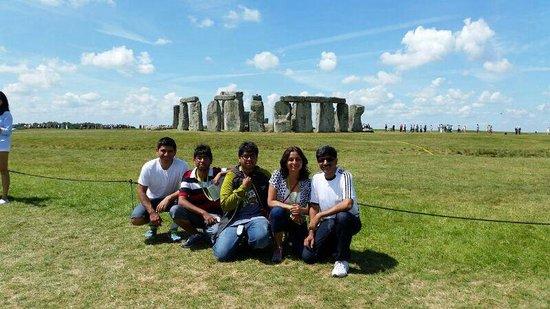 Stonehenge: Beautiful suroundings