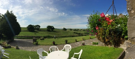 Hall Farm Holiday Cottages: View from Manifold's front door...