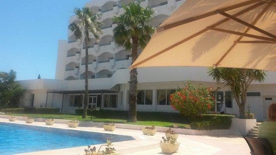 Hotel Club President: Zona bar piscina
