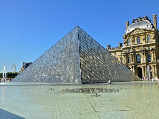 Louvre Museum: stunning outside grounds
