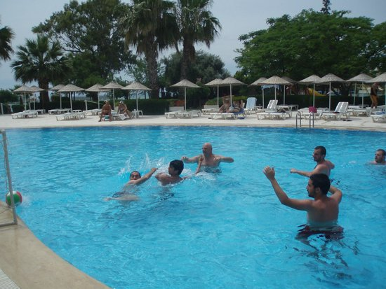 Holiday Resort Hotel: 3