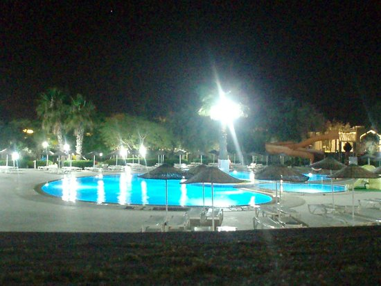 Holiday Resort Hotel: 2