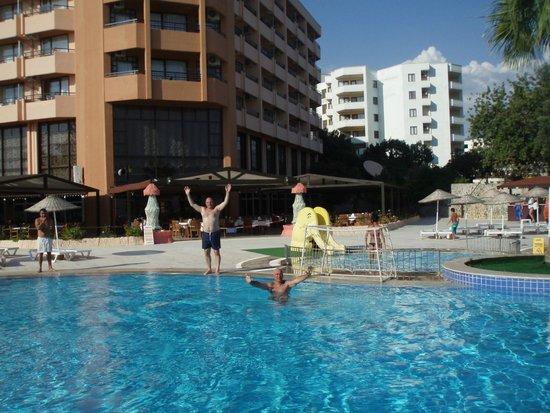 Holiday Resort Hotel: 9