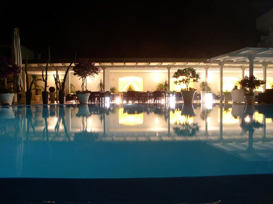 Hotel Meridiana - Paestum: Piscina in notturna