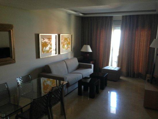 Nexus Benalmadena Suites & Apartments: Sala de estar
