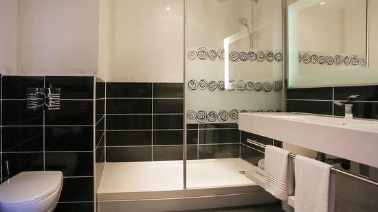 Hôtel Mercure Lyon Charpennes : Sallle de bain chambre Privilège