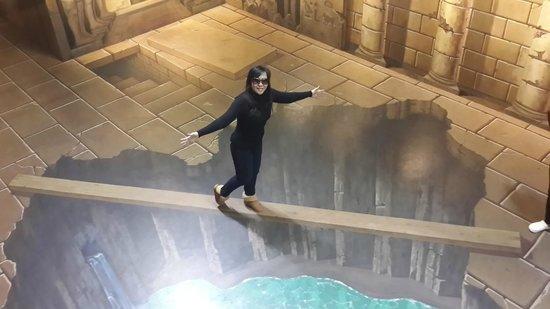 Trick Art Museum Korea: seperti berjalan di jembatan kayu