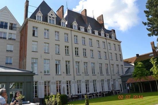 Hotel Dukes' Palace Bruges: fachada interior, jardin muy bonito y cuidado