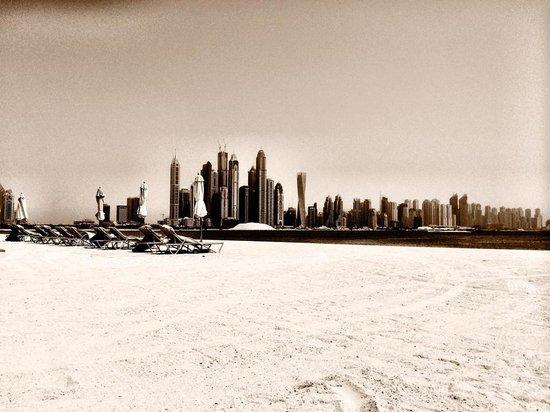 Fairmont The Palm, Dubai: fairmont view from the beach