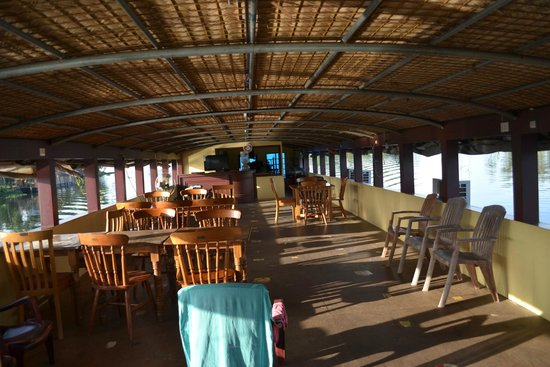 ATDC House Boat: Upper deck/hall...a nice place to be in..
