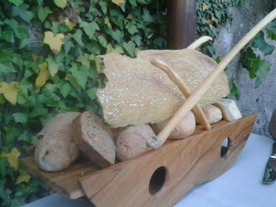 """Osteria Antico Brolo: """"cestino"""" del pane"""