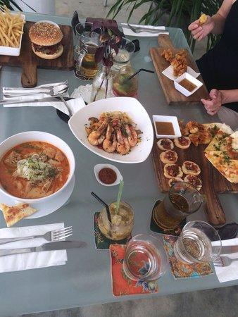 fatCUPID: So much food, western and Malaysian! Sedap!!
