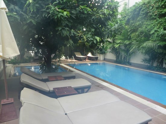 Skyline Boutique Hotel: Pool area