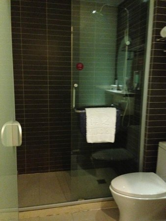Wuyang Star Hotel Wuyang Inn Yujie: clean but needs maintenance. foul smell from the sewer