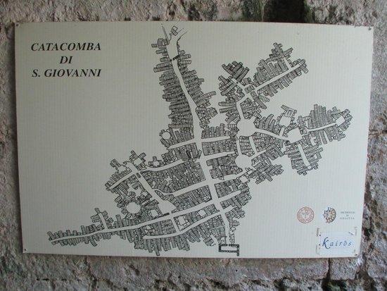 Katakomben des hl. Johannes (Katakomben von Syrakus): Карта подземных лабиринтов на входе