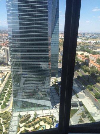 Eurostars Madrid Tower: La vue de la chambre