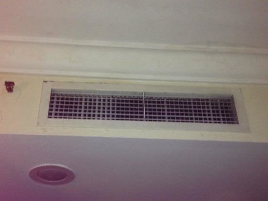 Hotel Soleil : Dirty vents