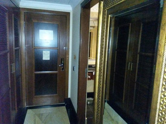 Jood Palace Hotel Dubai: Entrance