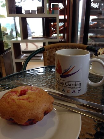 Paradise Garden Resort Hotel & Convention Center Boracay: Strawberry muffin and brewed coffee on a windy and rainy July afternoon.