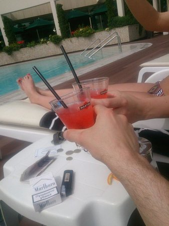 "Jeravi Hotel: Cocktail ""O"" clock ��"