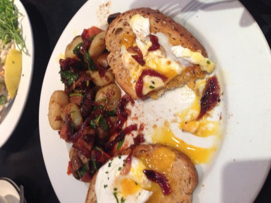 Monty's Cafe and Coffee Shop: Chefs breakfast