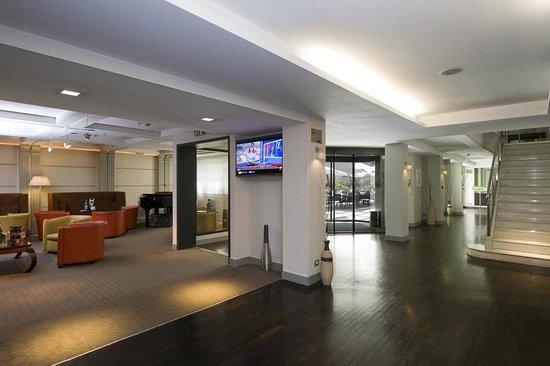 Holiday Inn Naples: Lobby piano 0