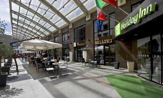 Holiday Inn Naples: Victor's Terrace Bar & Restaurant