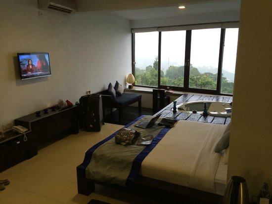 Theva Residency: jacuzzi suite