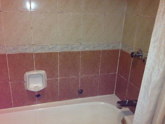 Hotel Soleil : bathroom conditions