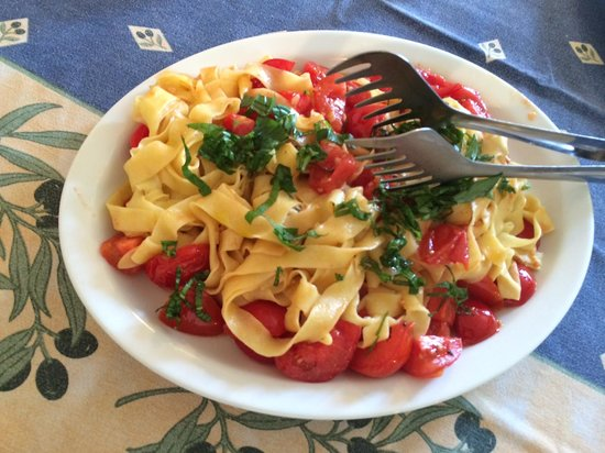 Tuscan Culinary One-Day Cooking Class: A great pasta with tomatoes and herbs!