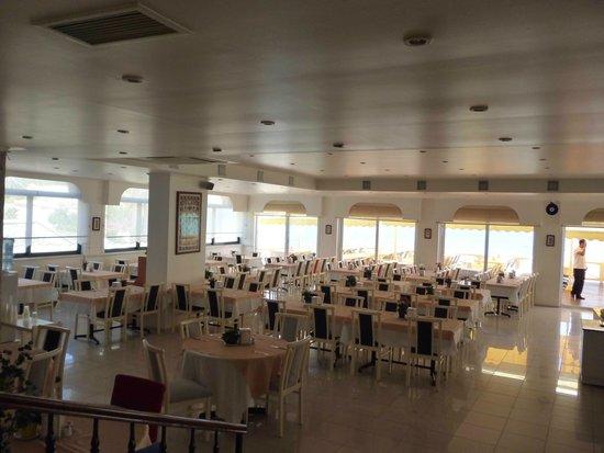 Marti Beach Hotel: Закрытый зал для еды