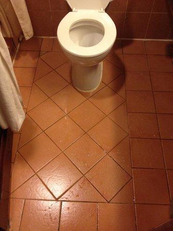 Hotel Soleil : Flood in the bathroom