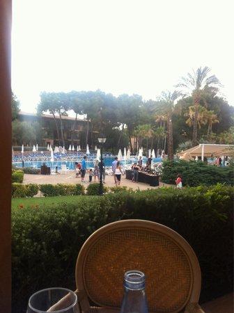 Vell Mari Hotel & Resort: Desde la terraza del comedor, vista de un trozo de piscina