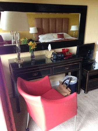 Three Choirs Vineyards: View of our Chinese-decor bedroom